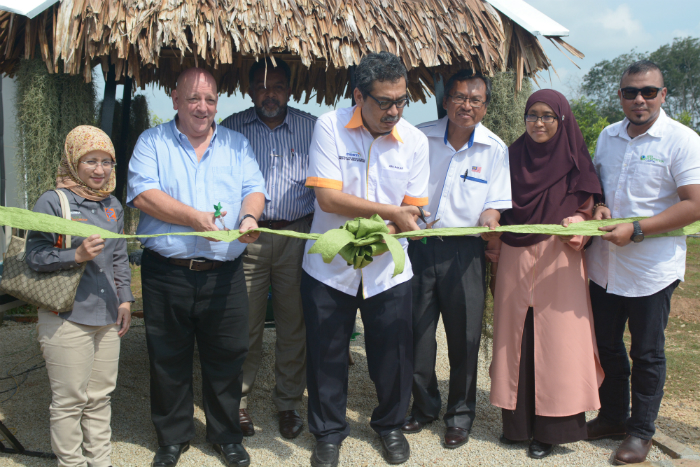 Cutting_Ribbon_Ceremony